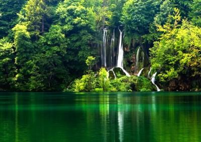 Плитвички езера и Постойна
