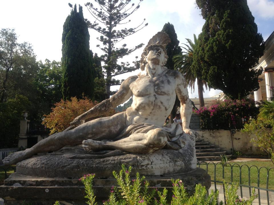 статуя на Ахил в Ахилио
